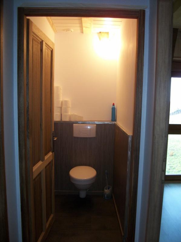 Les Encadrement Sont Vernis Les WC Sont Terminé.   Rénovation Grange .